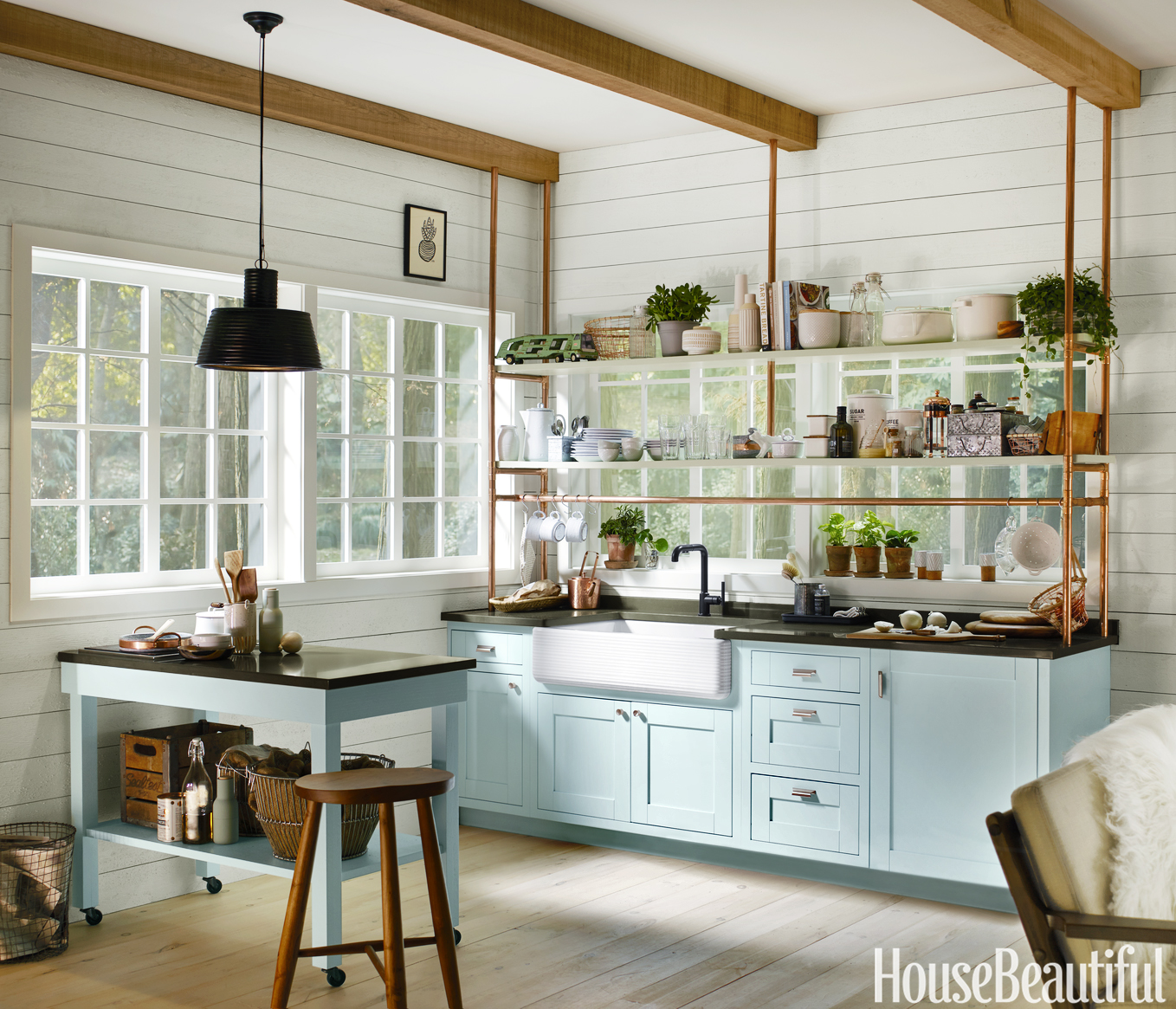 Effective Ways Of Decorating A Small Kitchen