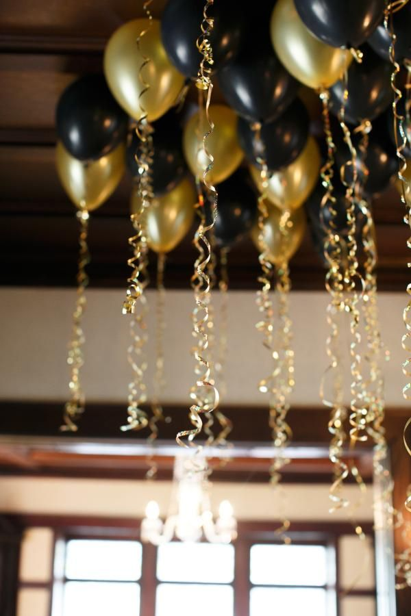 8 incredible new yearu0027s eve party decoration ideas - black and gold CAPXINY