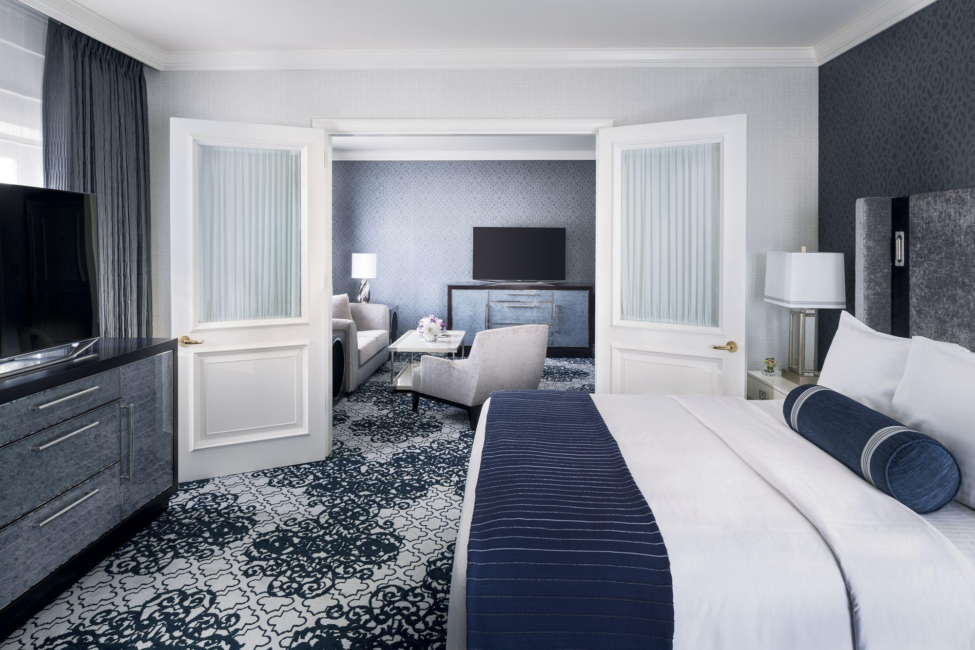 bedroom suite explore rooms PVPJUFH