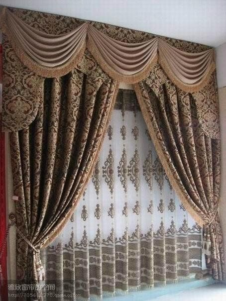 Covering of the window: valance curtains