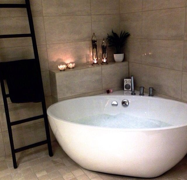 corner baths bathroom - love the towel ladder and the corner setup/shelving. i donu0027 CRMEHWC