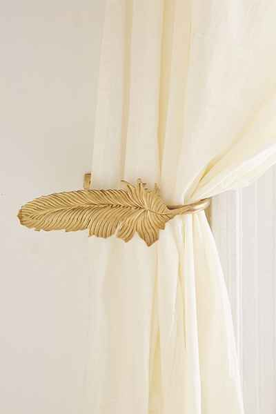 curtain tie backs 23 subtle ways to cover your home in harry potter - quill feather EGYIFEY