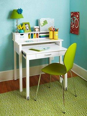 desks for small spaces top small space desk ideas best ideas about small desks on pinterest desk TTYAGJK