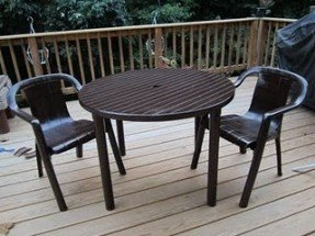 dirty, moldy, ugly, white plastic patio furniture given a new QQNJUYF