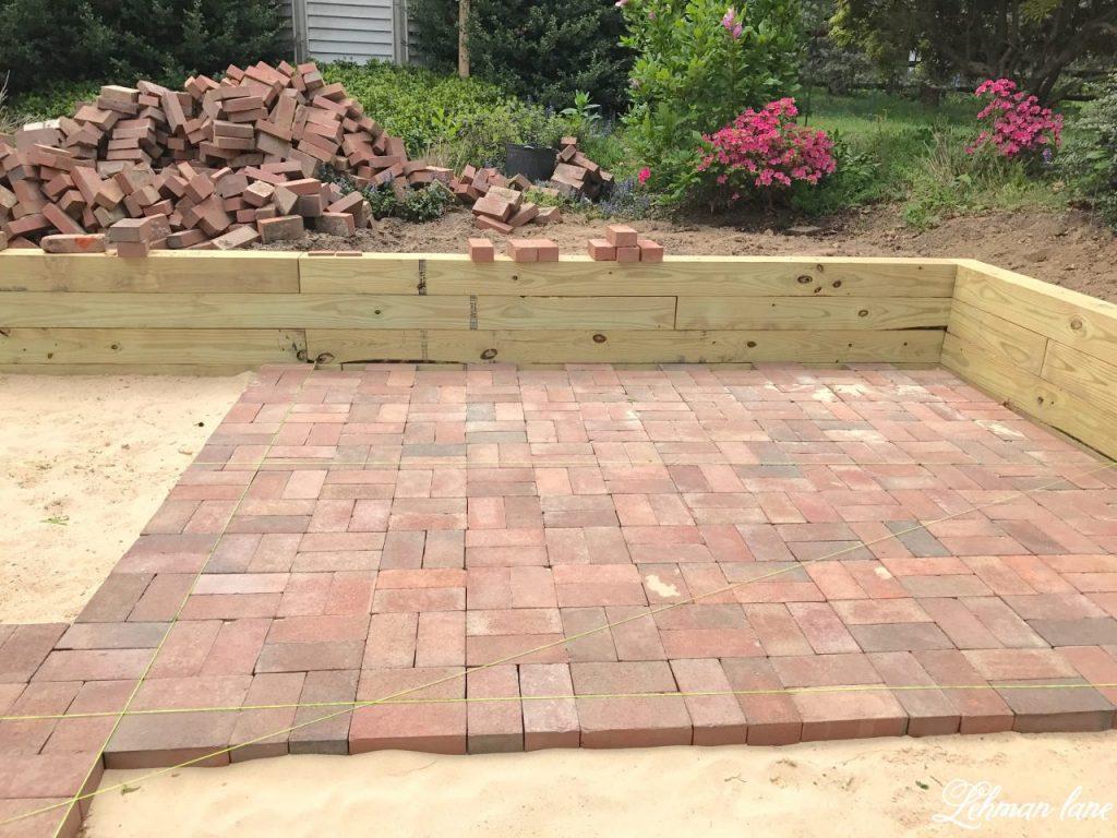 diy brick patio - laying brick patio WTLYKLI