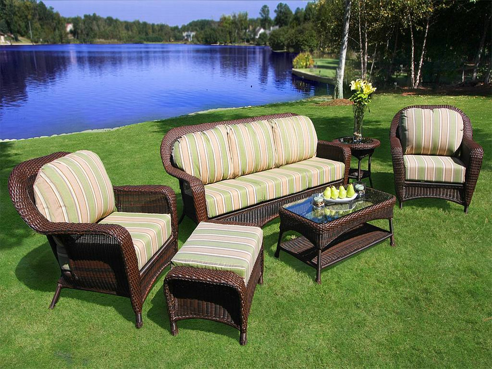 effective and proven tips in choosing the best wooden lawn furniture. CIJNVDK