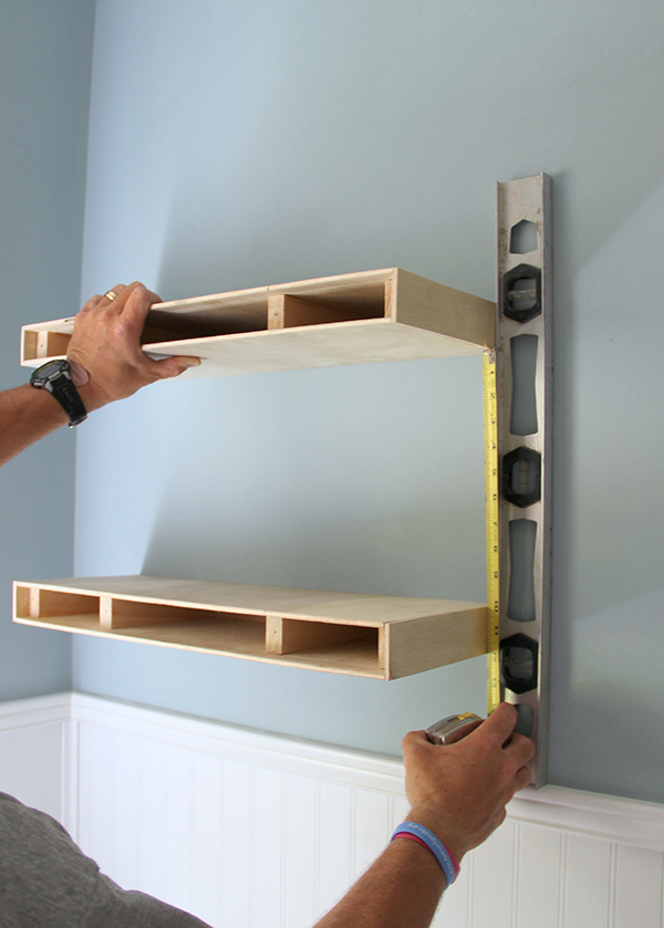 floating bookshelves measuring for placement of a second floating shelf in a diy floating shelves YAQUUZO