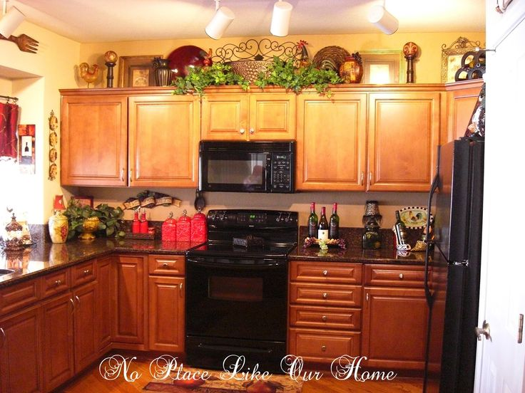 kitchen decor ideas decorating above kitchen cabinets tuscany | hereu0027s a closer look at the top LNZHPCB