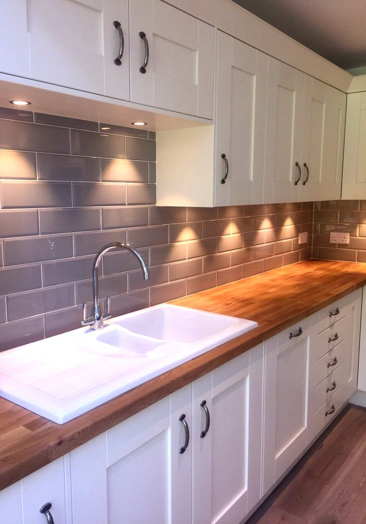 kitchen tile ideas our edge grigio tiles look lovely in a cream kitchen with wooden worktops KKPZQPB