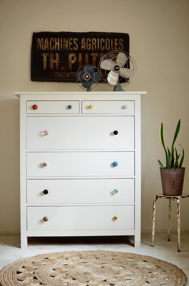 Giving a totally new look by using stylish dresser knobs