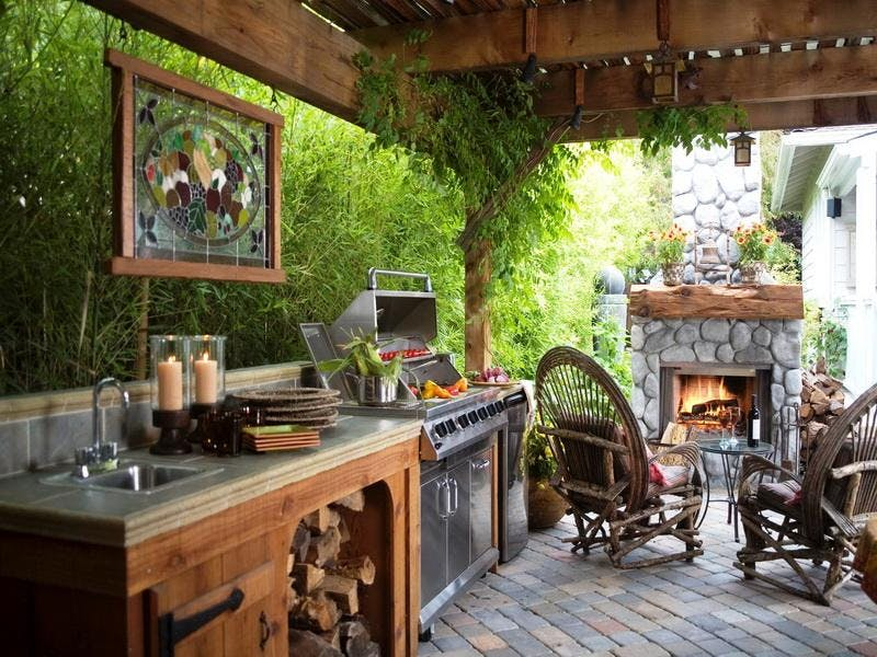 outdoor kitchen open grilling: open storage and warm earth tones make this kitchen feel as LHBHSDC