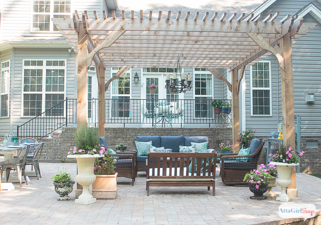 patio decorating ideas see how we transformed our boring back yard with the addition of a KMYHOTW