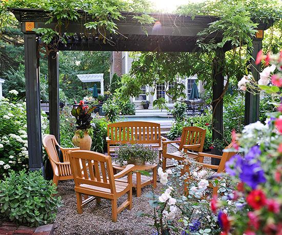 small gardens create an outdoor room PHXMPAF