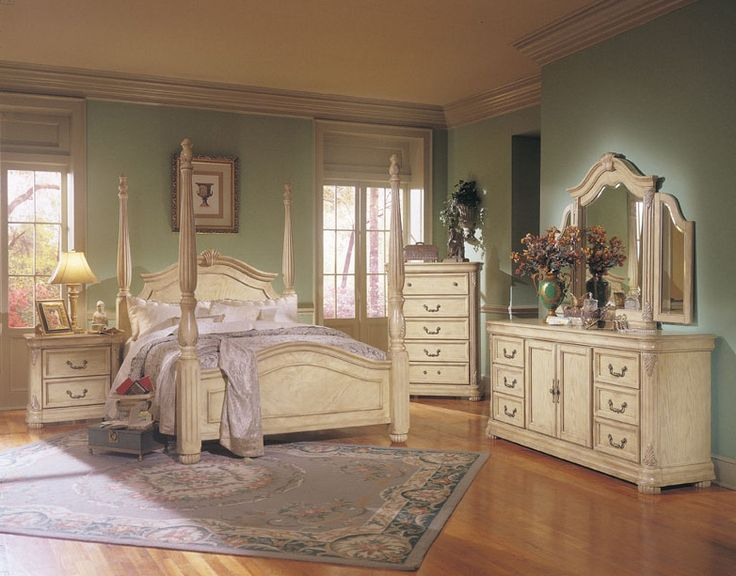 vintage bedroom furniture iu0027m really liking this vintage looking off white furniture. | for the home HUIUDXN