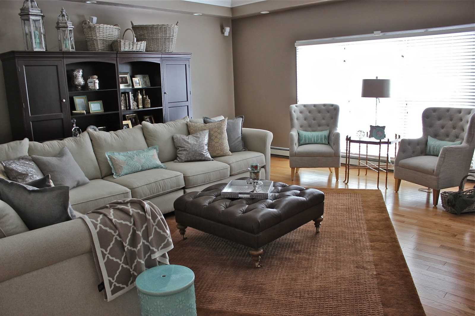 grey rug with brown couch grey carpet brown couch trends also awesome walls ideas accents rug gray UNPBSHY