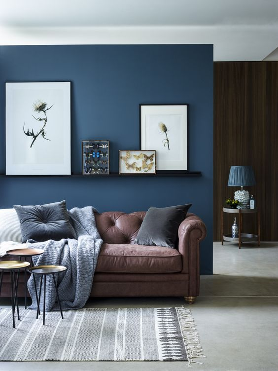living room accent wall with brown furniture chic seating area with a brown sofa and a navy AAWFMLQ