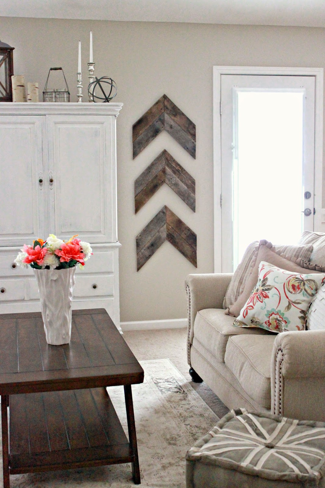 rustic wall decor ideas for living room chic and simple reclaimed wood wall chevrons ZXYATZP