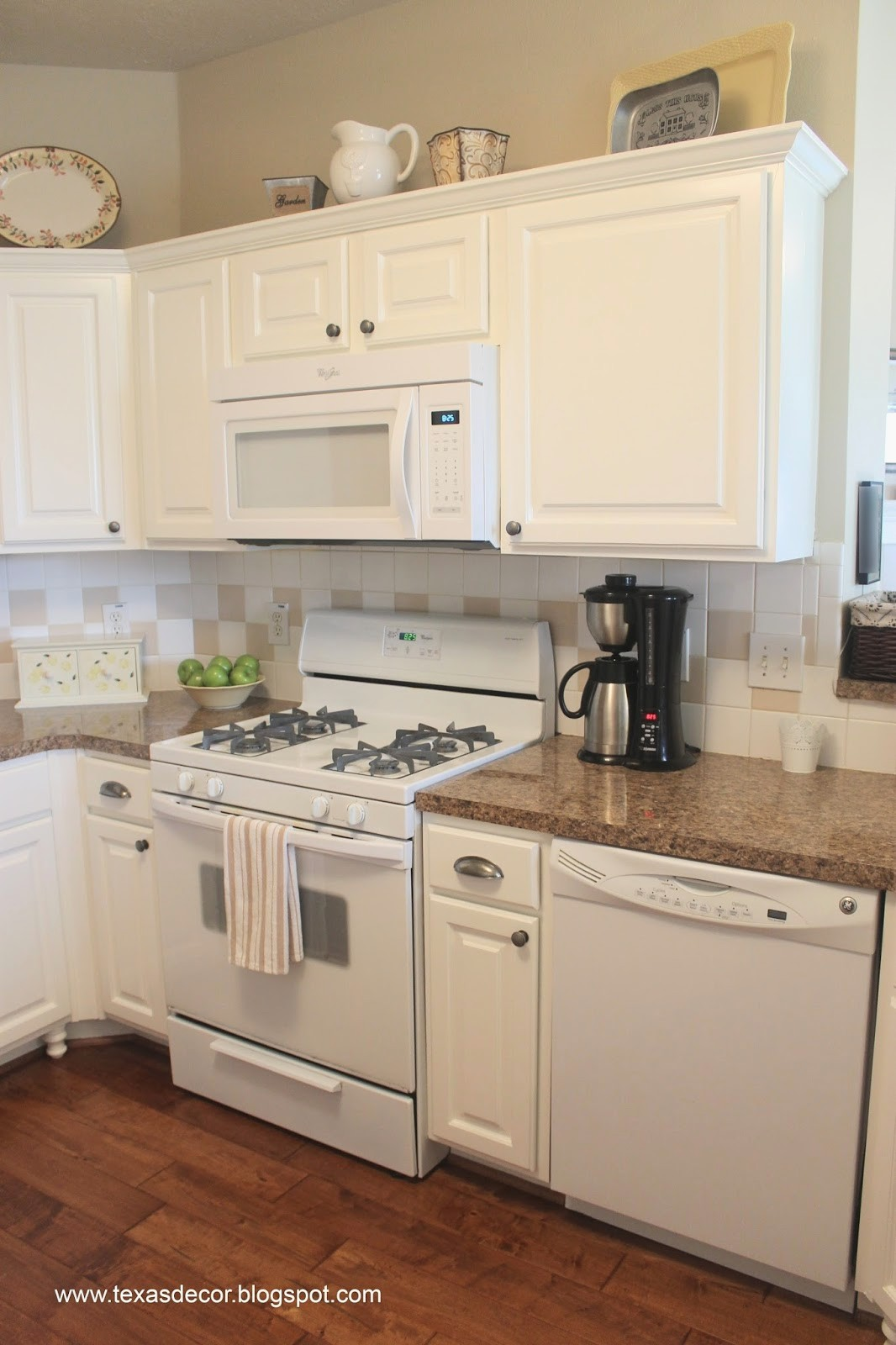 white kitchen cabinets with white appliances off white kitchen cabinet paint colors best of painted kitchen HMKVPHP