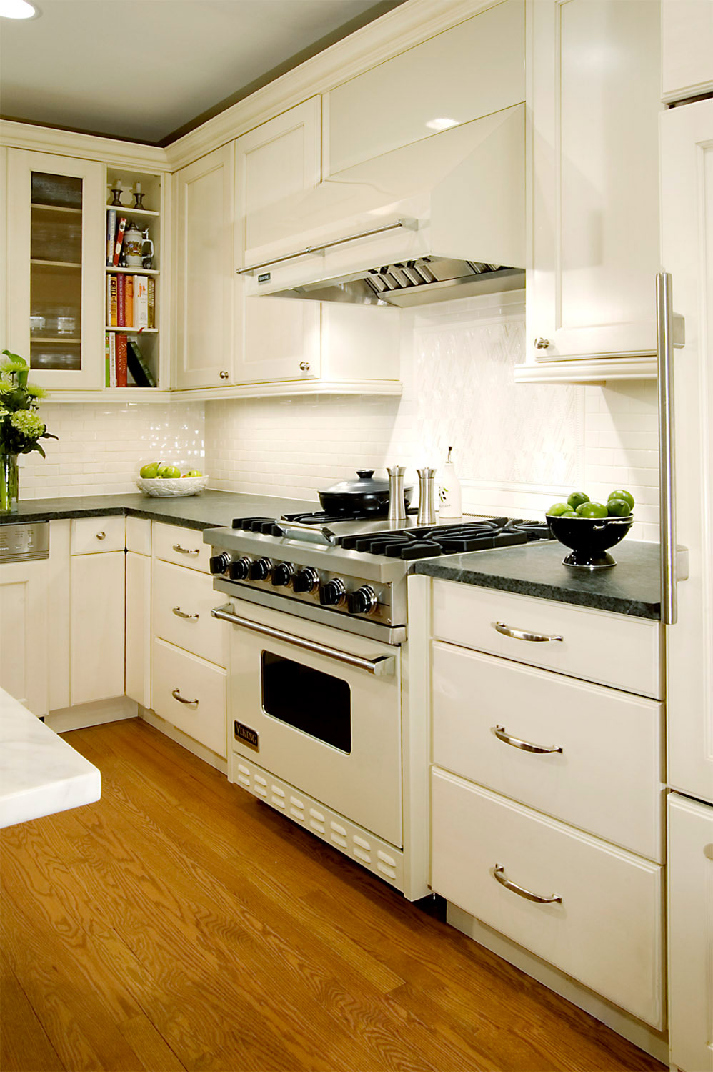 white kitchen cabinets with white appliances white kitchen appliances are trending white hot | apartment therapy DJFUVEQ