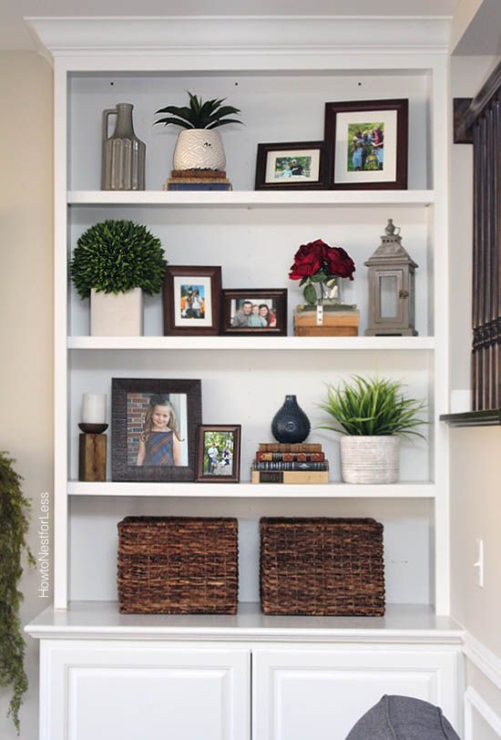 Styled Family Room Bookshelves | decorating bookshelf | Living Room