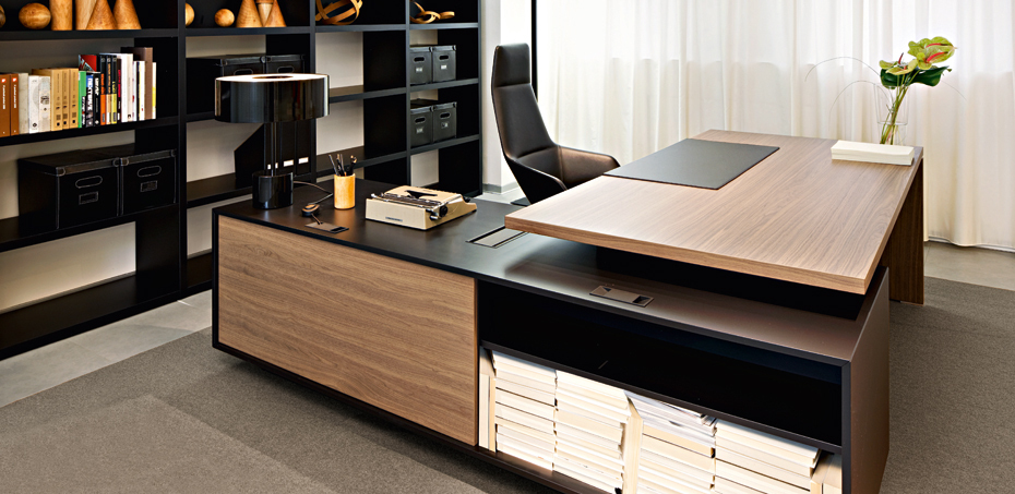 Report: the Italian executive modern desk furniture