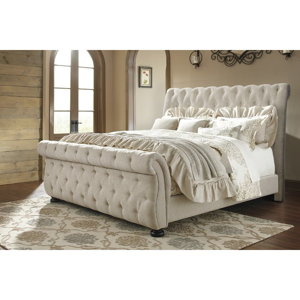 Sleigh Bed for an Interesting Bedroom   Setting