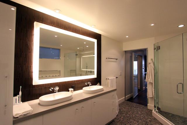 Looking At The Bathroom Vanity Mirrors