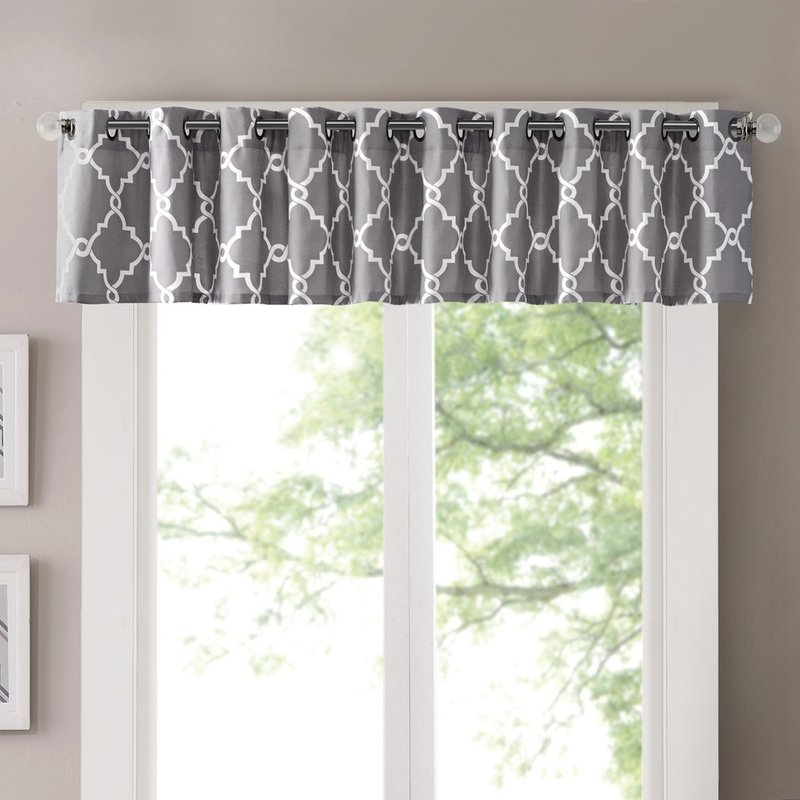 Decorate your living room with curtain valances
