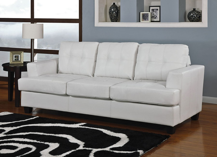 RICH LOOK: WHITE LEATHER SOFA