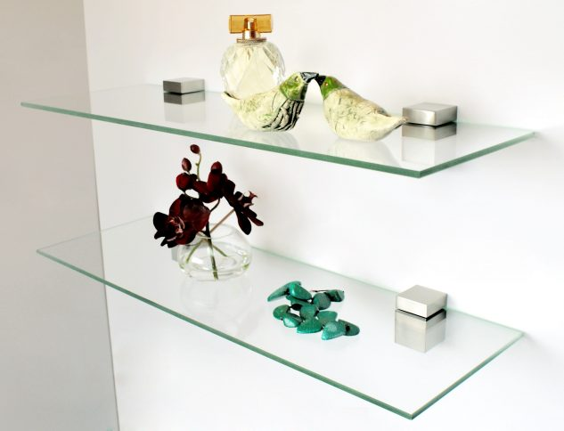 floating glass shelves photo via www.xboxhut.com DVOLFRU