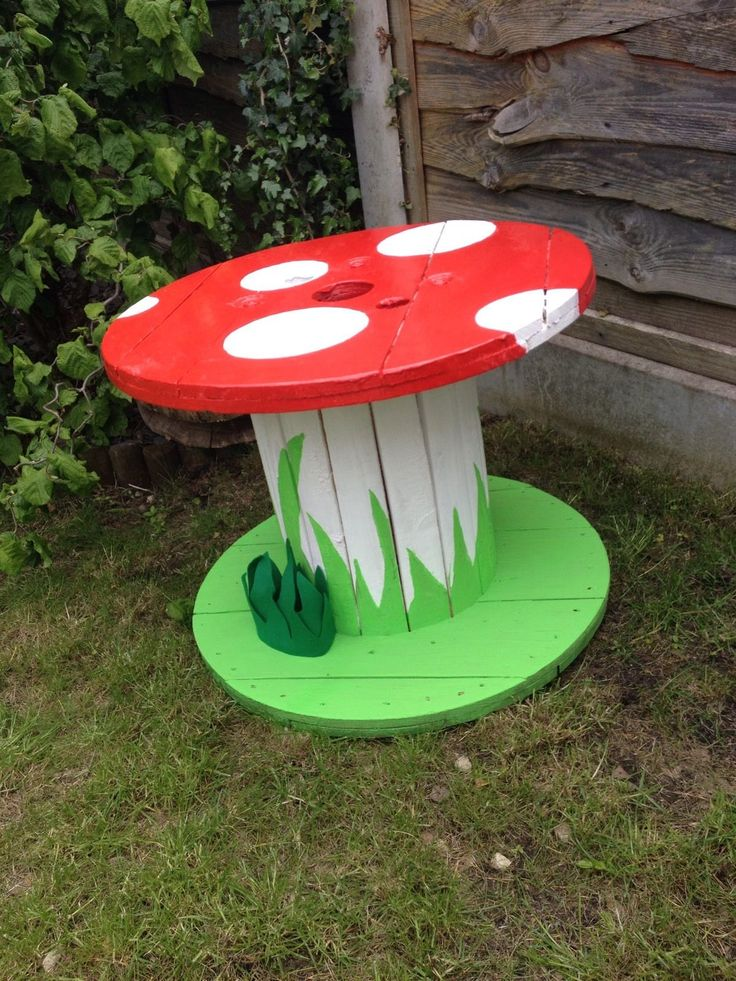garden table garden ornaments / mushroom / table / upcycled cable reel /drum KWJGRUK
