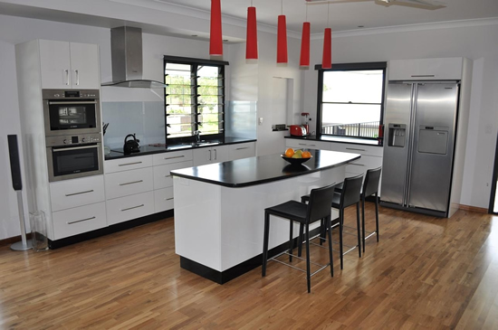 kitchen concepts freestyle black and gloss polar white. kitchen UZDSBLI