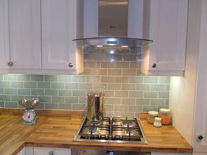 kitchen tile ideas apeadero-liso-duck-egg-kitchen-tiles-4.jpg ( TOVEOIM
