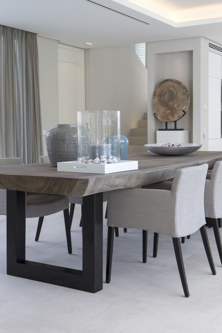 modern dining table great effort is needed to prepare these dining room settings and  decorations. UCJPDQF
