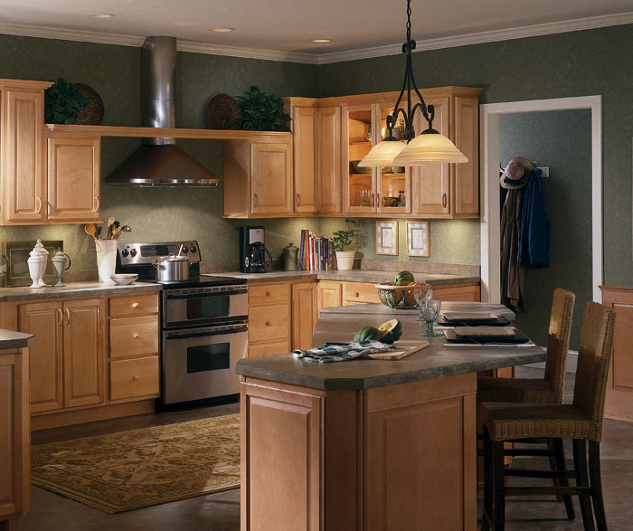natural maple kitchen cabinets by homecrest cabinetry CPFNWGE