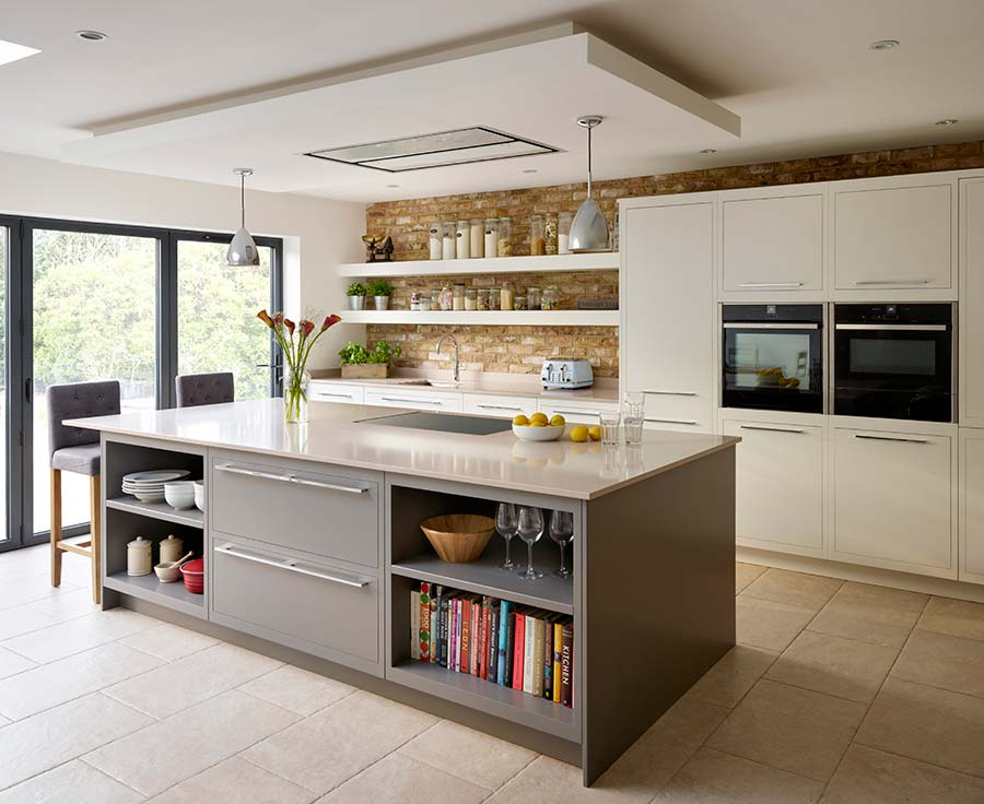 open plan kitchen featuring sleek lines and concealed hinges for a contemporary aesthetic,  the linear ROFJPYM