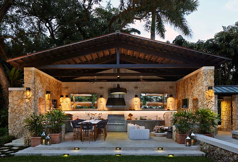 Outdoor Kitchen : a world outside