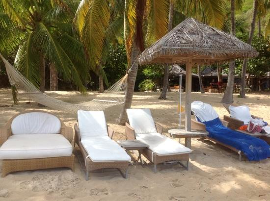 peter island resort and spa: they should highlight the great beach furniture GUBCVIJ
