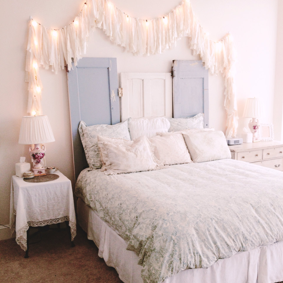 string lights for bedroom how you can use string lights to make your bedroom look dreamy GSPHXNH