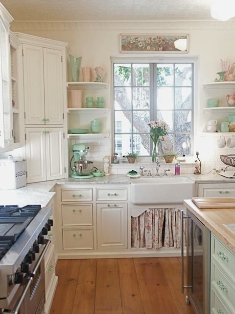 vintage kitchen - yes pleeeeeeeease i love the mint colors distributed  throughout NWTJLQO