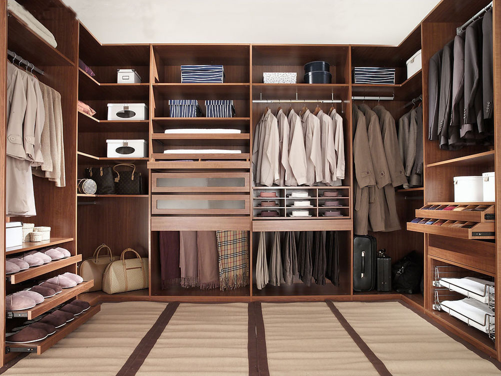 Walk in Closets for a More Convenient Storage at Home