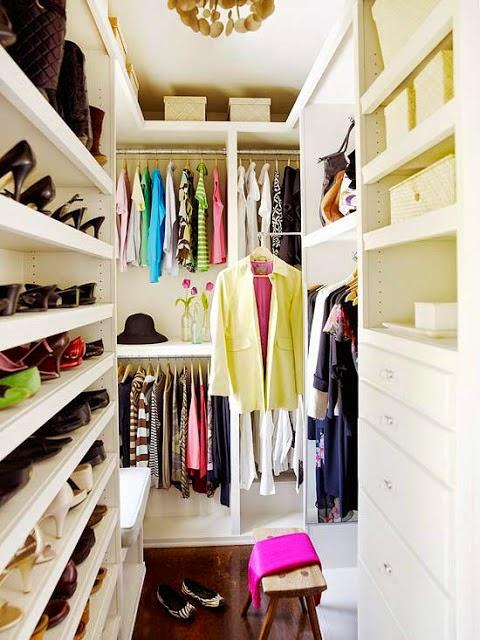 walkin closet super-small-walk-in-closet-with-a-smart- SABUWHN