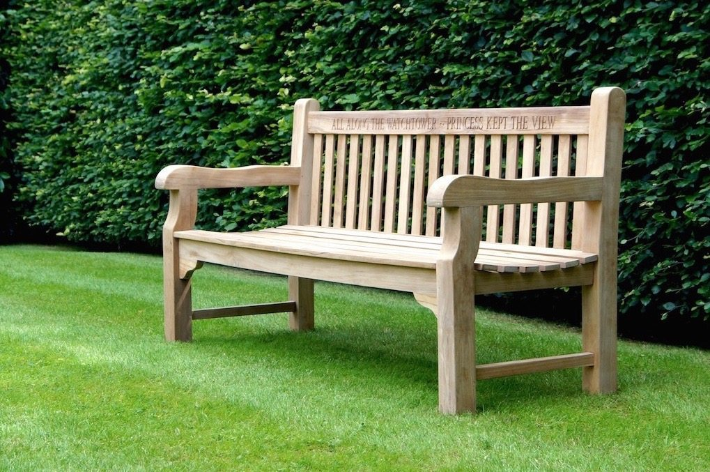 Tips to buy wooden garden benches