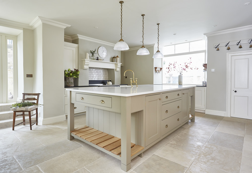 Bespoke Kitchens classic country kitchen ZFEDAPH