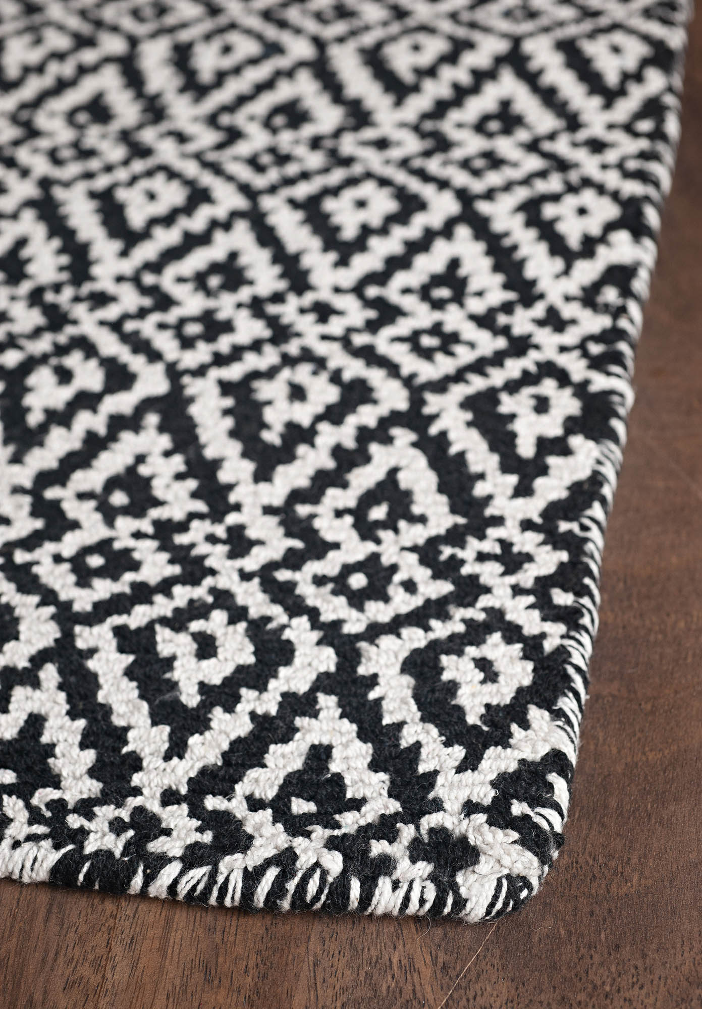 black and white rugs $4 ... SEVHVGW