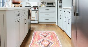 create some extra comfort with these 40 kitchen rugs WAMOCZK