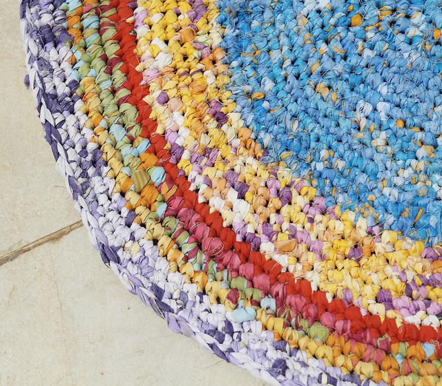 crochet rag rug crocheted rag rug from sheets close up BJZLMDZ