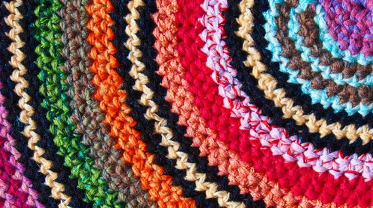rag rugs how to make a traditional rag rug | homesteading LVYSQQP