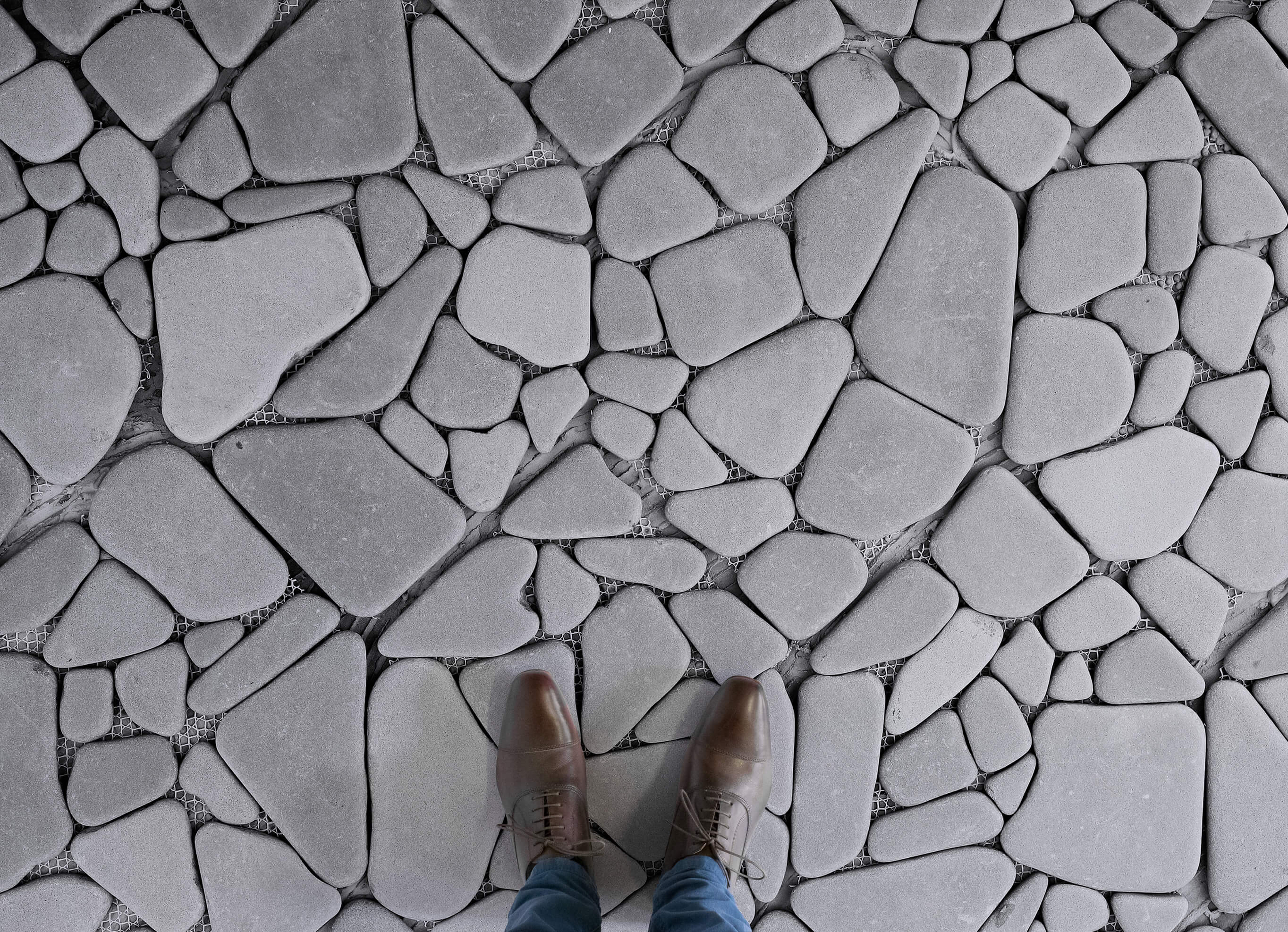 stone flooring stepping-stones-stone-paving-effect-flooring-grey-feet- ZNRDWHU