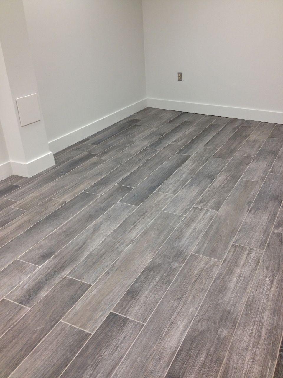 wood tile flooring gray wood tile floor no3lcd6n8 GASNIFZ